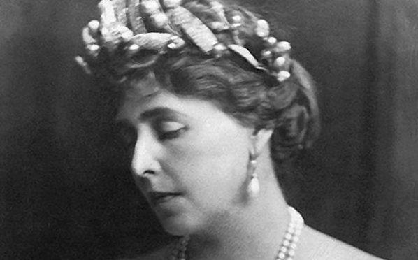 Marie Kronprinzessin von Rumänien Mistelzweig aus Diamanten Geschenk von ihrem Vater dem Herzog von Edinburgh |Boucheron